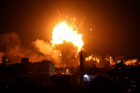 Israel's army retaliated this monday in response to the missile launching from Palestinian Gaza Strip.
