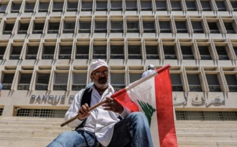 Lebanon-Bank-Flag-Protest-2019-e1590149558821